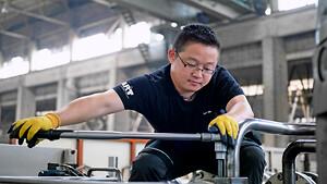 AP&T hjälper kunderna att säkra sin produktion och få bättre kontroll på kostnaderna.