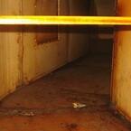Fedtaflejring i kanalsystem fra køkkenudsugning. På trods af effektiv mekanisk filtrering i emhætter vil gasformigt fedt ikke udskilles og dermed vil fedt kunne kondensere på koldere kanalvægge ud igennem systemet.