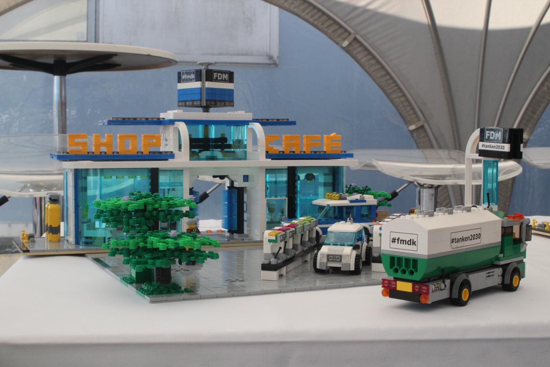 Fremtidens tankstationer blev bygget i Lego - Energy Supply DK