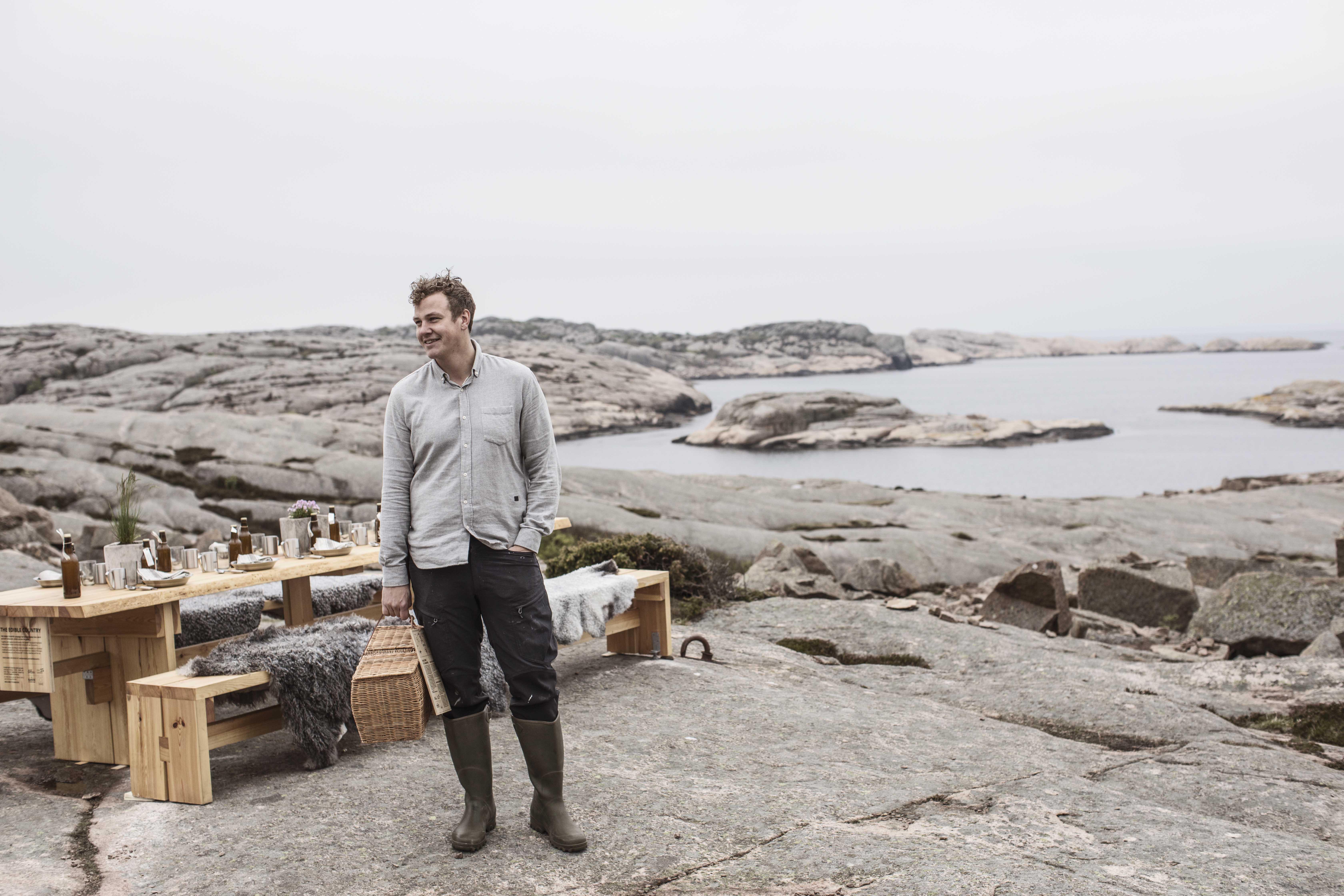 eec5e63b6df ... klipporna i bohuslänska Ramsvik utanför Hunnebostrand - maten lagas  utomhus och gästerna får njuta av den ute i det fria... men det krävs bra  väder för ...