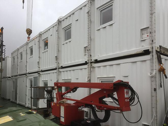 Aptering i containere til fartøj