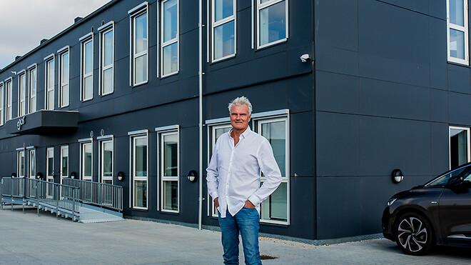 I 2020 opgraderede Ajos a/s sin afdeling på Sjælland med en flytning til nye, større og mere moderne faciliteter. Nu er tiden kommet til afdelingen i Vejle, lyder budskabet fra Ole Wamsler, adm. direktør i Ajos a/s.
