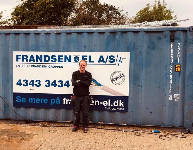 Rasmus Vinter Larsen er døv og elektrikerlærling hos Frandsen El