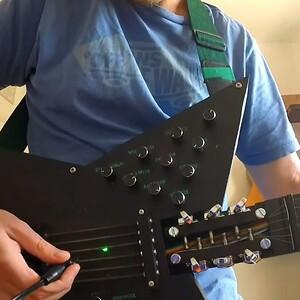 RS838-Synth-guitar_hybrid