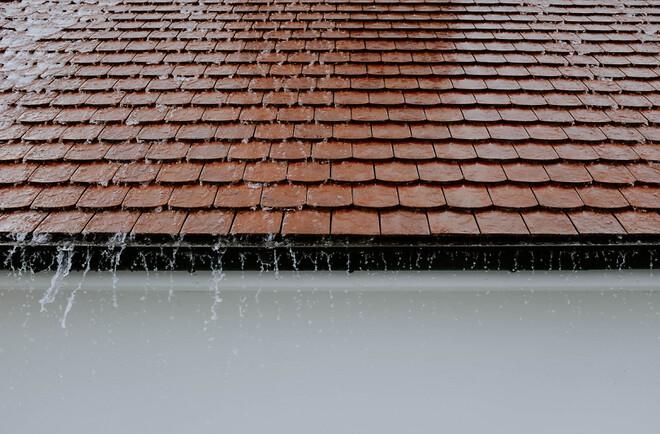 Taket på ditt hus, det är vad som skyddar ditt hem och att byta ut det är kostsamt.