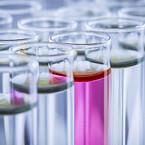 kemikalier i reagensglas
