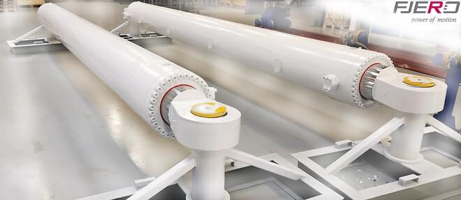 2 stk. hydrauliske cylinder på 8,5 tons pr. stk. og en længde over 7 meter