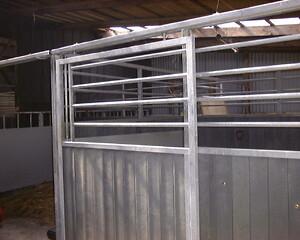 hesteinventar, stald, varmegalvaniseret stål, hesteboks, plastplanker, vedligeholdelsesfrit