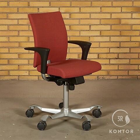 Håg H04 credo 4200 kontorstol, mat rødt stof, med armlæn.
