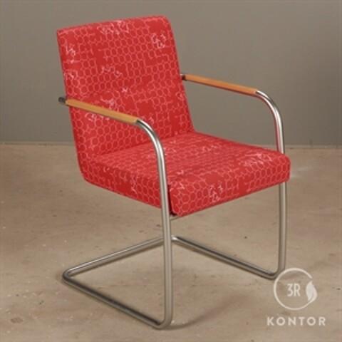 Kusch+co scorpii loungestol i rød stof.