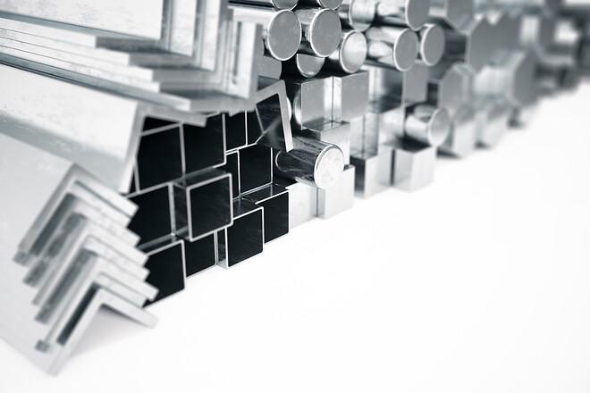 hydrauliska cylindrar i transportmaskiner som används vid aluminiumproduktion.