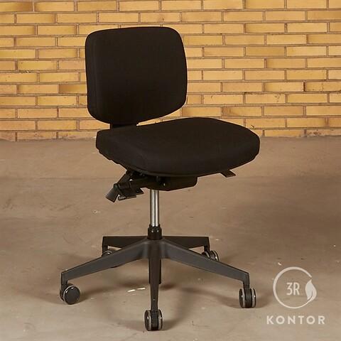 Duba B8 kontorstol. sort med lav ryg.