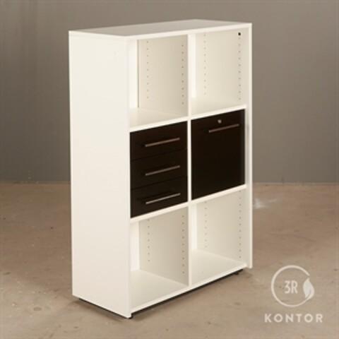 Kontorskab. dencon. hvid med 4 skuffer og 4 åbne rum.