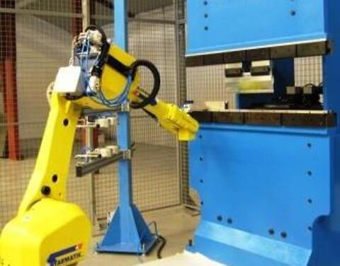 Toftlund Maskinfabrik udfører kantbukning af metalemner.
