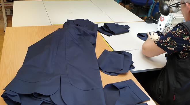 Produktion av skjortklänningar i tencel...
