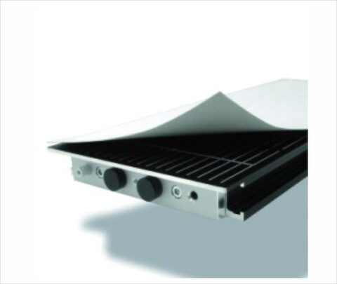 VacuCard er et 0,7 mm tykt ark papir, der sikrer, at sugekraften fordeles jævnt - Datron\nvakuum\nvacuum\nvakuumbord\nvacuumbord\nugekraft\nvakuumfastgørelse