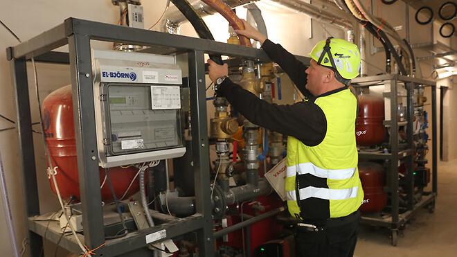 Ajos a/s sikrer interimsvarme på Nyt Hospital Hvidovre ved hjælp af to 600 kg tunge fjernvarmevekslere.