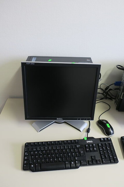 Computer, computerskærm dell med tastatur og mus