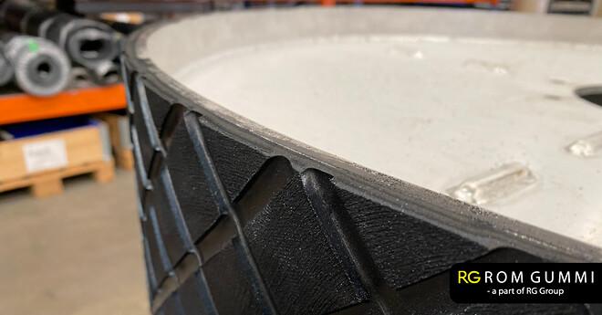 romgummi påmonterer nyt lag gummi på valse til cimbria