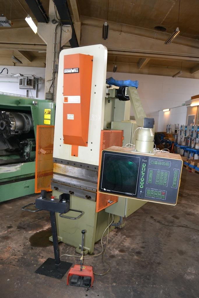 Donewell C25 CNC Kantpresse - Metal Supply DK