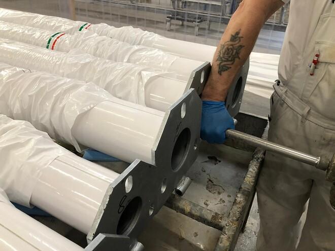 Polyuretanlim (PUR lim) anvendes til limning af glasfiber, kompositmaterialer, metal og plast.\nICOM Composites leverer i dag bl.a. PUR lim fra Elantas .