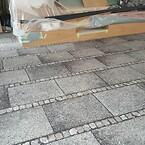 Tæppe der skal ligne et fortov i kontorområde