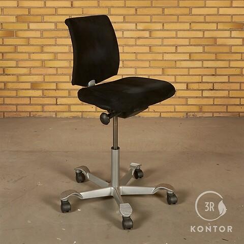 Håg H05 kontorstol. sort stof, plastic ryg.