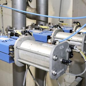 AVK spadeventiler med pneumatiske aktuatorer styrer flow for procesvand på biopulp-anlæg