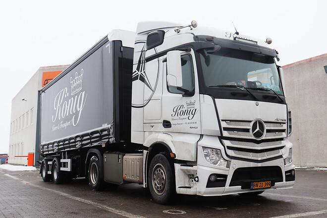 Lastas har leveret to flotte nye Kel-Berg 2 akslet\nlinktrailere til König Kurér & Transport A/S