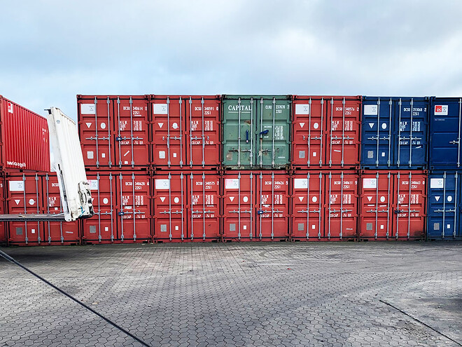 et parti flotte brugte 20-fods containere i super god stand billigt til salg - pris pr. stk. kun kr. 12.900,00 ab depot Gadstrup ved Roskilde.