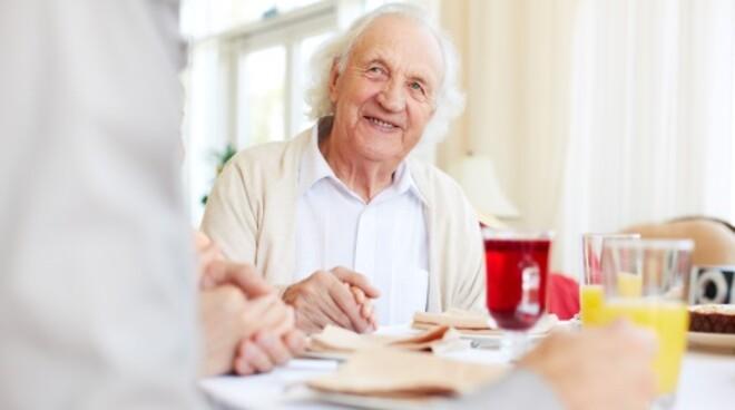 Sådan skaber man de gode måltider til ældre - Magasinet Pleje