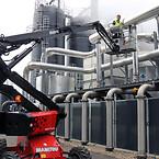 Medarbejdernes sikkerhed er i fokus på Vinkel Bioenergi. Derfor er der anskaffet en Manitou Man'Go 12 bomlift til den løbende inspektion af ventiler og følere højt oppe på de store tanke.