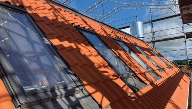 renovering af tag og facade på en ældre etageejendom