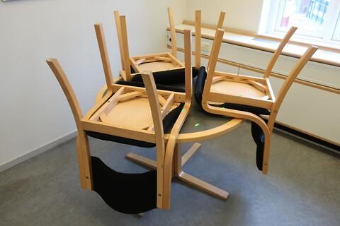 Mødebord med 3 stk. stole
