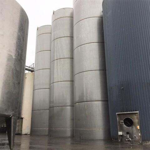2 st. 95 m3 silor i rostfritt syrafast stål V1299 + V1300