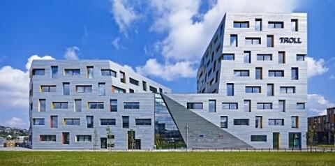 Spennende fasader - Varmforsinking av tynnplater til bygg tilbys av NOT Varmforzinking AS