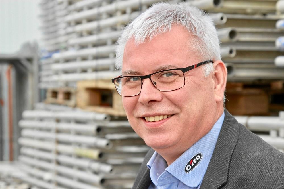 d1ce2900cfd6 Kommerciel direktør Palle Loft ved noget af det stilladsmateriel
