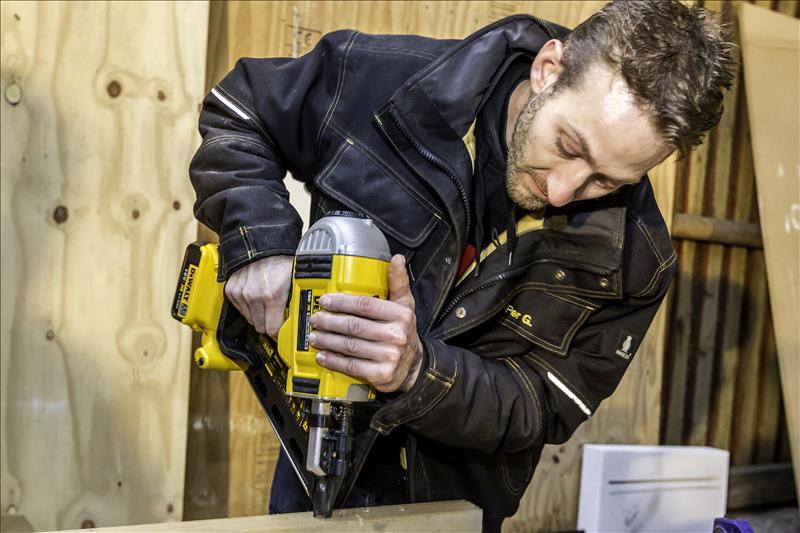 Cool Lugtfri sømpistol på batterier - Mester Tidende OK03