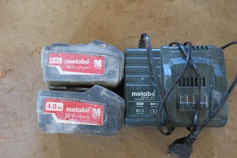 Lader og 2 stk. batterier metabo