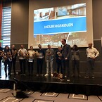 Kåring af Årets skolebyggeri 2019 - Holbergskolen - repræsentanter fra projektteamet modtager prisen