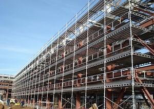 Klasse 5\nStår du over for et omfattende byggeprojekt og har brug for et solidtstilladsaf høj kvalitet til formålet, så erHelge Frandsen Stilladser A/Sde rette at gå til.