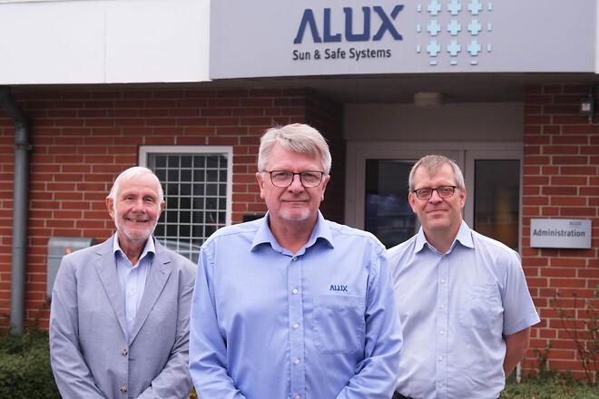 Efter mere end 25 år på direktørposten overlader Alux grundlægger Bill T. Jensen ledelsen til Ole Iversen som ny adm. direktør og Benny G. Christensen som ny økonomidirektør.
