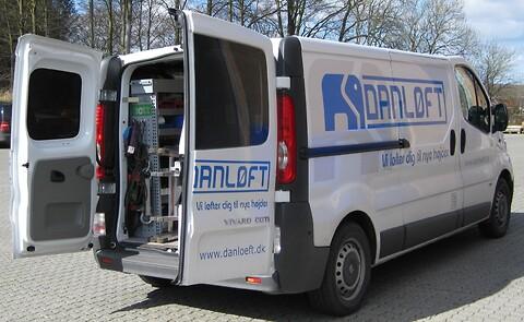 Lovpligtige serviceeftersyn af løftegrej - Danløft Servicebil. Løftegrej, kraner, reoler, porte, hydraulik.