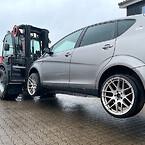 Manitou M50-4 har en kapacitet på op til fem tons. Det er et ton mere end de andre trucks, som Hammershøj Autoophug anvender.