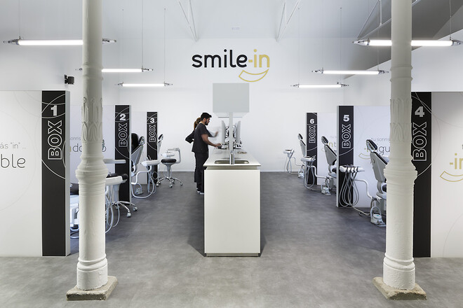 Leendet är nyckeln till många av våra dagliga framgångar, därför ville två Smile-In-tandkliniker i Madrid skapa en genomtänkt och välkomnande miljö under vägledning av inredningsstudion Paco Lago Interioriza. Till golvet valde man Altro Ensemble.