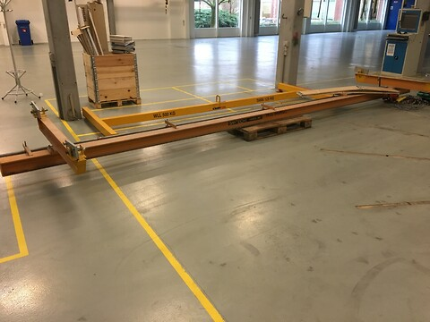 Brugt let traverskran 500 kg x 7 mtr spænd komplet med eltalje og åg sælges