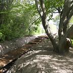 Remiseparkens nye gangbro står på Krinner skruefundamenter, der gjorde etableringen meget nemmere og sparede  meget CO2