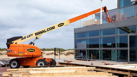 Vælg den rette bomlift til jobbet  - Bomlift til udlejning hos Riwal