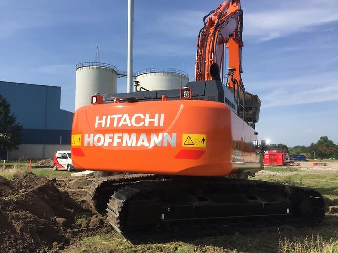 Hitachi 350LC\nTopcon X-73i Gravemaskine system\nMaskin Kontrol\nToppTOPO A/S