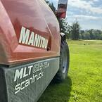 Deras Manitou från Scantruck AB glänser ikapp med den vackra omgivningen på golfbanan